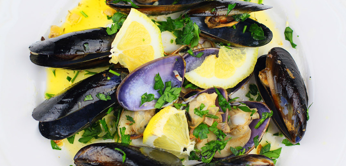 Moules à la Marinière or Fresh M ussels S teamed In Wine - LIL